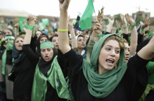 بررسی جنبش های منطقه و تاثیر آن بر تحولات ایران